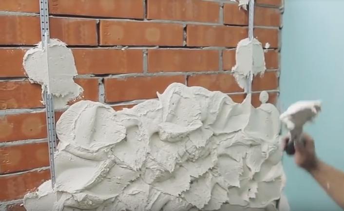 Чем заштукатурить кирпичную стену на улице
