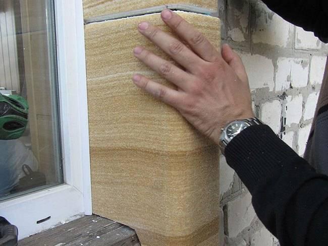Чем штукатурить откосы на окнах снаружи