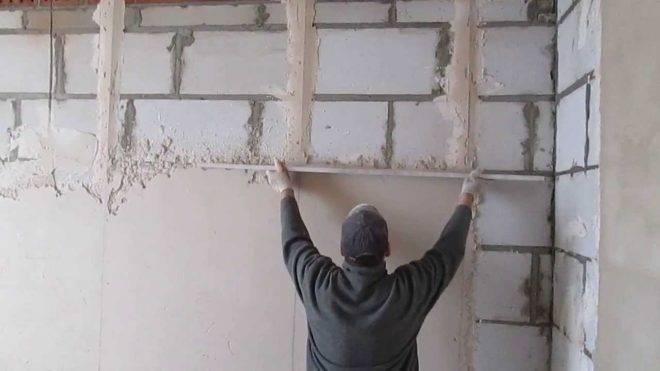 Как правильно заштукатурить стену