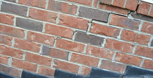 Заделка трещин в стенах