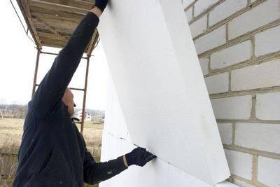 Чем приклеить пенопласт к стене