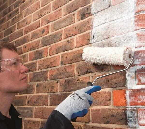 Покраска кирпичной стены фасадной краской
