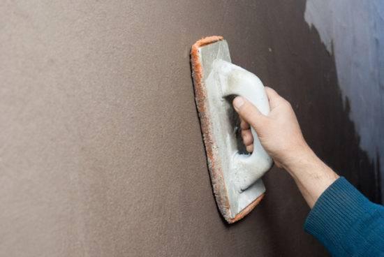 Как самому оштукатурить стены