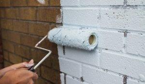 Покрасить кирпич на балконе