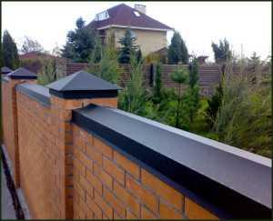 Бетонные колпаки на забор