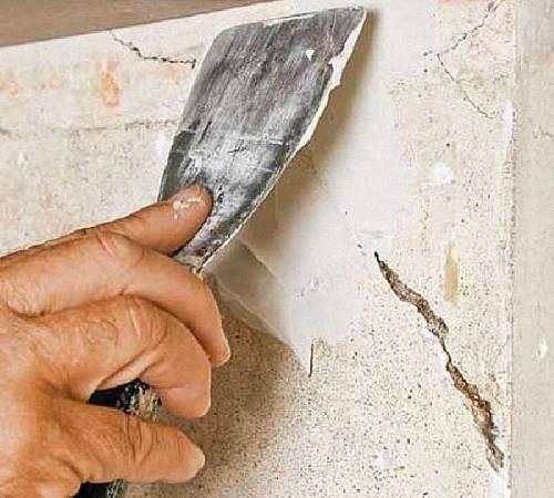 Как заделать трещину в стене