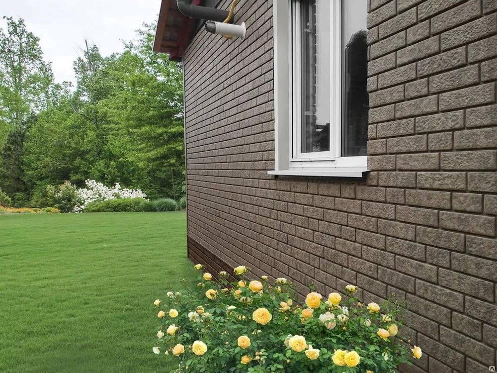 Облицовка дома панелями под кирпич