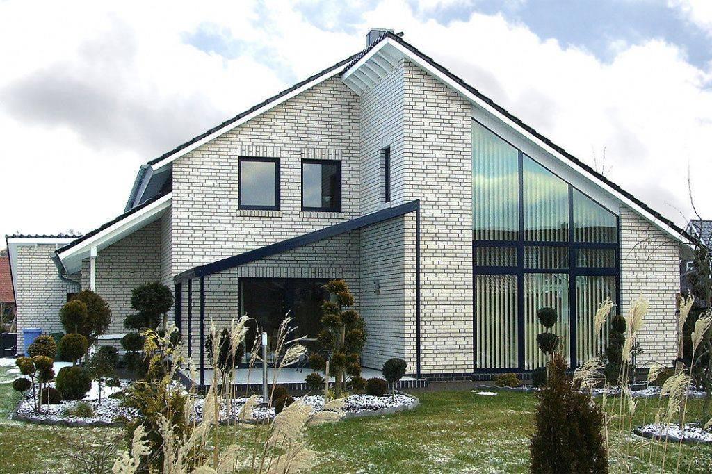 Покраска кирпичного фасада дома снаружи
