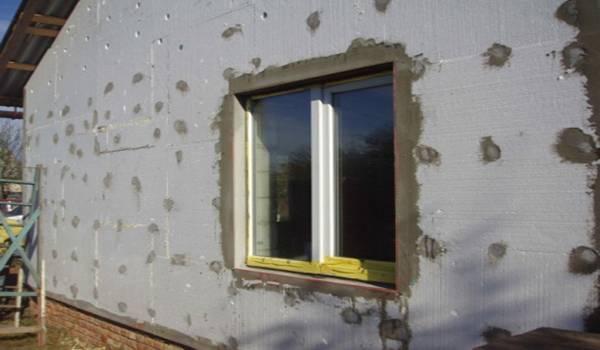 Как крепить пенополистирол к стене